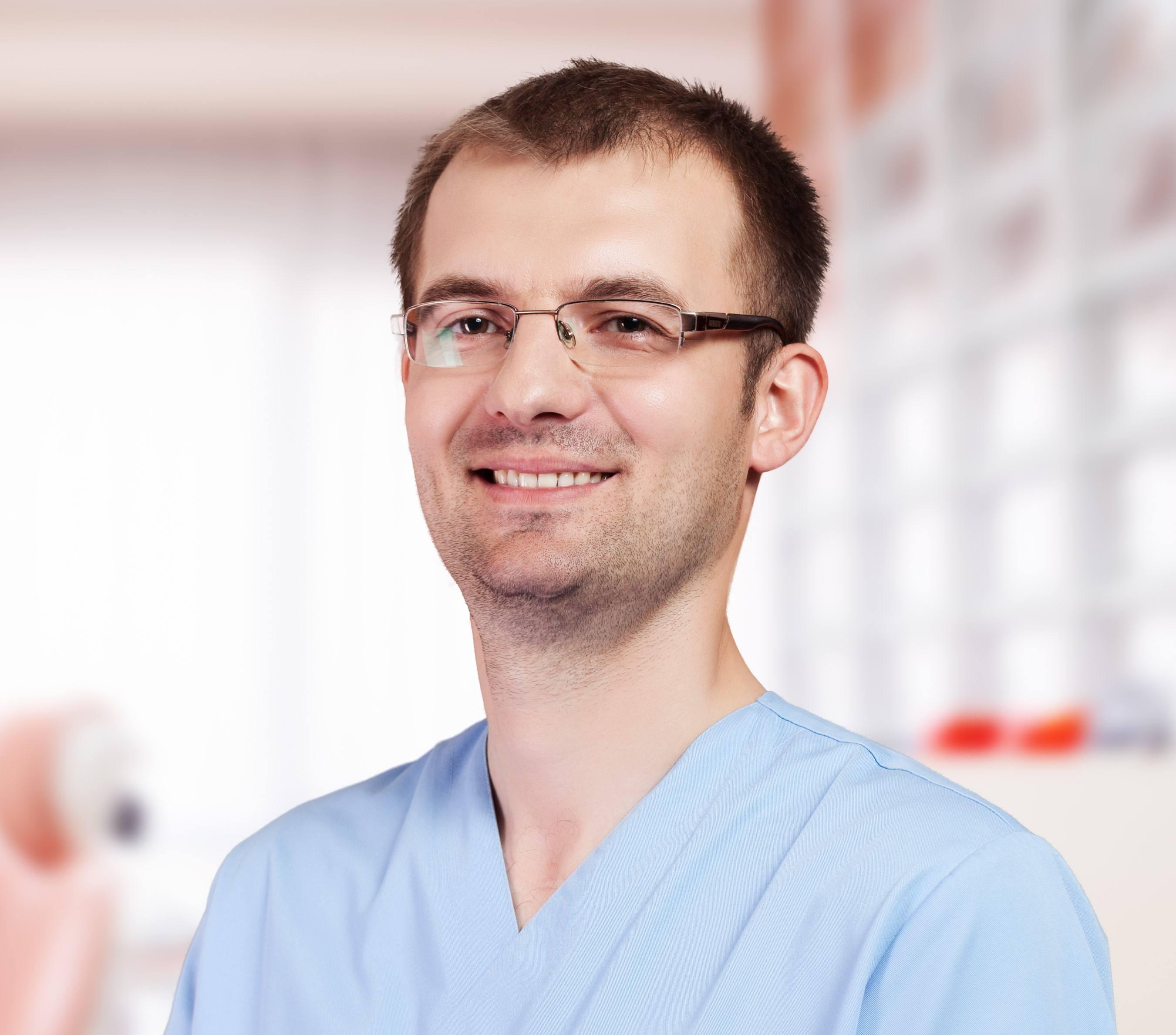 Lukasz Kwiecinski Dentist