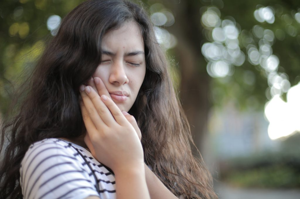 Girl in toothache