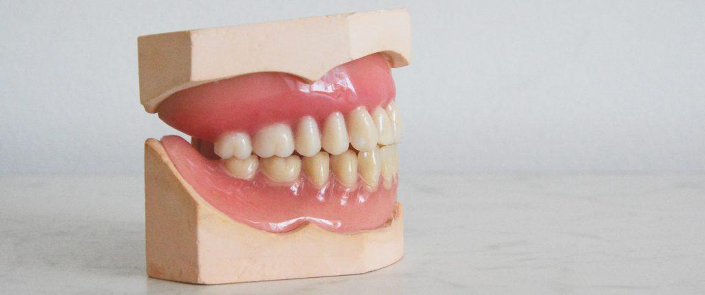Jaw dentures